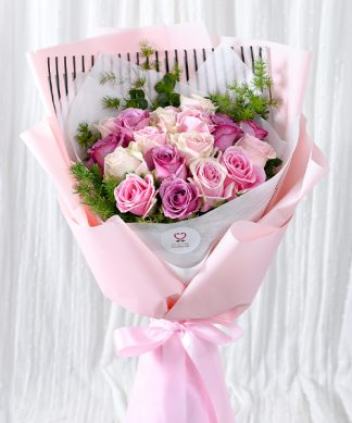 ช่อดอกกุหลาบจัดแต่งสวย