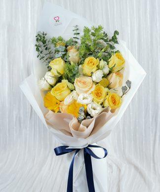 ช่อดอกไม้สีเหลืองมอบให้คนรัก