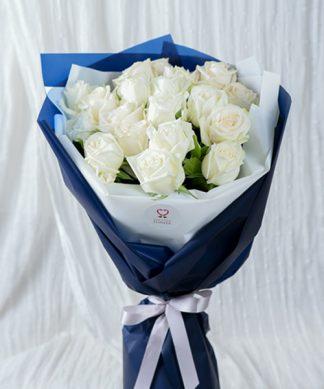 ดอกกุหลาบสีขาวช่อใหญ่