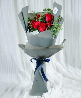 ช่อดอกกุหลาบแดงให้แฟน