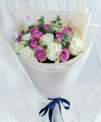 ช่อดอกกุหลาบสีม่วงให้คนที่รัก