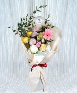 ช่อดอกไม้ขนาดกลางสีสันสดใส