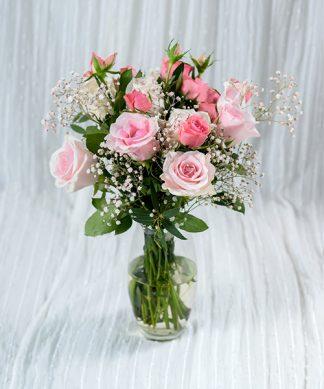 แจกันดอกกุหลาบสีชมพู