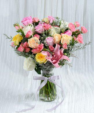 แจกันดอกกุหลาบคละสี