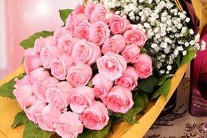 มอบช่อดอกไม้แทนความรัก