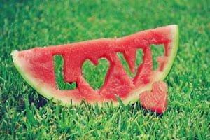 แตงโมสลักคำว่ารัก