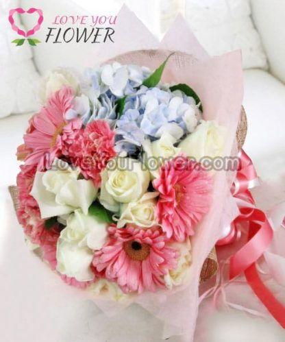 ช่อดอกไม้ Sarani ดอกคาร์เนชั่นชมพู ดอกกุหลาบขาว