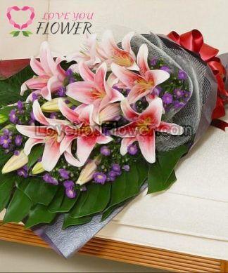ช่อดอกไม้ Milada ดอกลิลลี่ชมพูเข้มขอบขาว ดอกคัดเตอร์