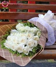 ช่อดอกไม้ Salome ดอกกุหลาบขาว ดอกสุ่ย