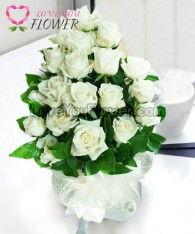 ช่อดอกไม้ Rosalba ดอกกุหลาบขาวล้วน