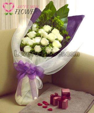 ช่อดอกไม้ Nanyamka ดอกกุหลาบขาวล้วน