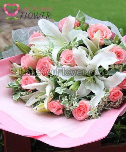 ช่อดอกไม้ Mabel ดอกกุหลาบชมพู ดอกลิลลี่ขาว