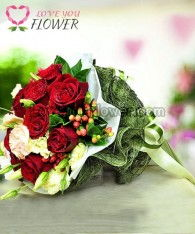ช่อดอกไม้ Scarlett ดอกกุหลาบแดง ดอกไลเซนทัส