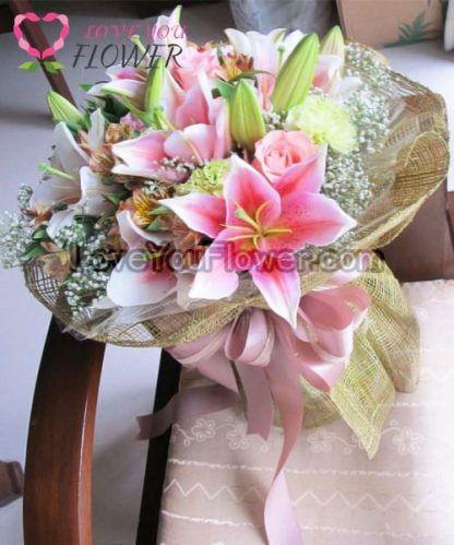 ช่อดอกไม้ Starling ดอกลิลลี่ ดอกกุหลาบ
