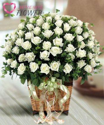 กระเช้าดอกไม้ Lanika ดอกกุหลาบขาว