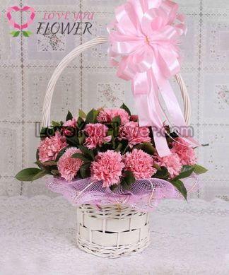 กระเช้าดอกไม้ Latisia ดอกคาร์เนชั่นชมพู
