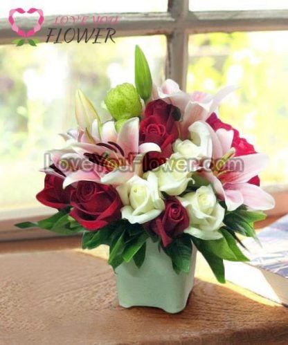 แจกันดอกไม้ Aldora ดอกลิลลี่ ดอกกุหลาบ
