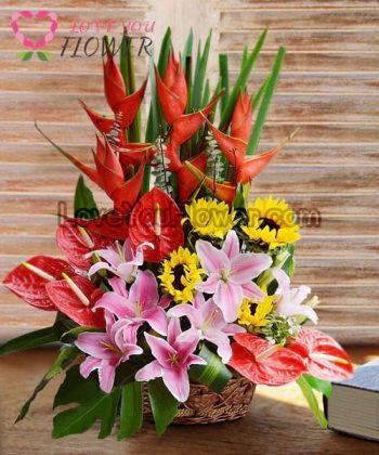 กระเช้าดอกไม้ Celeste ลิลลี่ชมพู ธรรมรักษาแดง