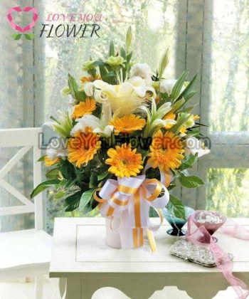 แจกันดอกไม้ Larisa ดอกลิลลี่ ดอกเยอบีร่า