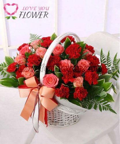 กระเช้าดอกไม้ Linda ดอกกุหลาบ ดอกคาร์เนชั่น