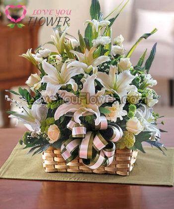 กระเช้าดอกไม้ Eirwen ดอกกุหลาบ ดอกคาร์เนชั่น
