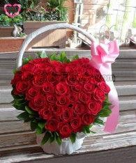 กระเช้าดอกไม้ Aelwyd ดอกกุหลาบแดง