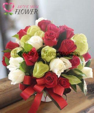 แจกันดอกไม้ Lovie ดอกกุหลาบแดง ดอกกุหลาบขาว