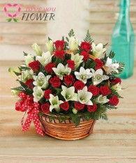 กระเช้าดอกไม้ Rosely ดอกกุหลาบแดง ลิลลี่ขาว