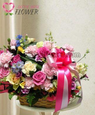 กระเช้าดอกไม้ Penelope ดอกกุหลาบชมพู ดอกกุหลาบเหลือง