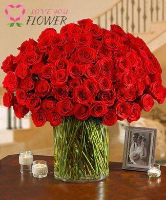 แจกันดอกไม้ Rosalia ดอกกุหลาบแดง