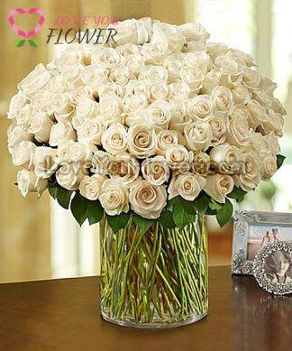 แจกันดอกไม้ Rosina ดอกกุหลาบขาว