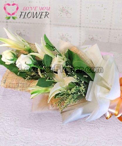 ช่อดอกไม้ Luminita ดอกกุหลาบขาว ดอกลิลลี่