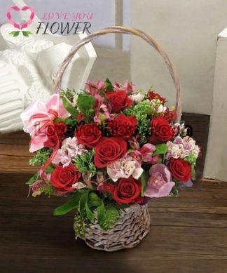 กระเช้าดอกไม้ Ruber ดอกกุหลาบแดง คาร์เนชั่นสีชมพู