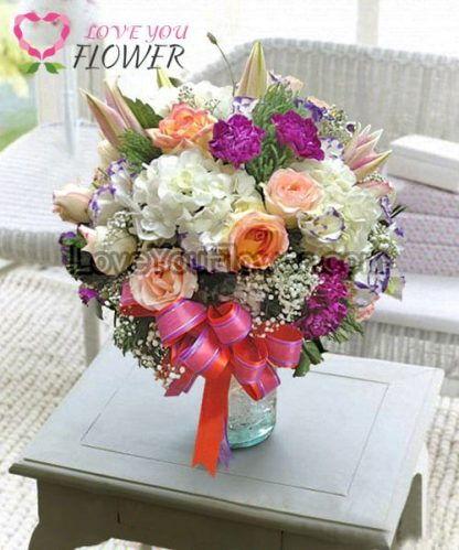 แจกันดอกไม้ Nephele ดอกกุหลาบครีม คาร์เนชั่นบานเย็น