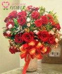 แจกันดอกไม้ Arunima ดอกกุหลาบแดง คาร์เนชั่นแดง