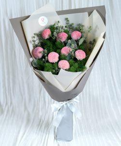 ช่อดอกไม้สด จัดด้วยดอกเบญจมาศปิงปองสีชมพู