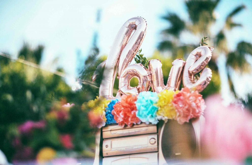 ลูกโป่งตัวอักษรคำว่า love