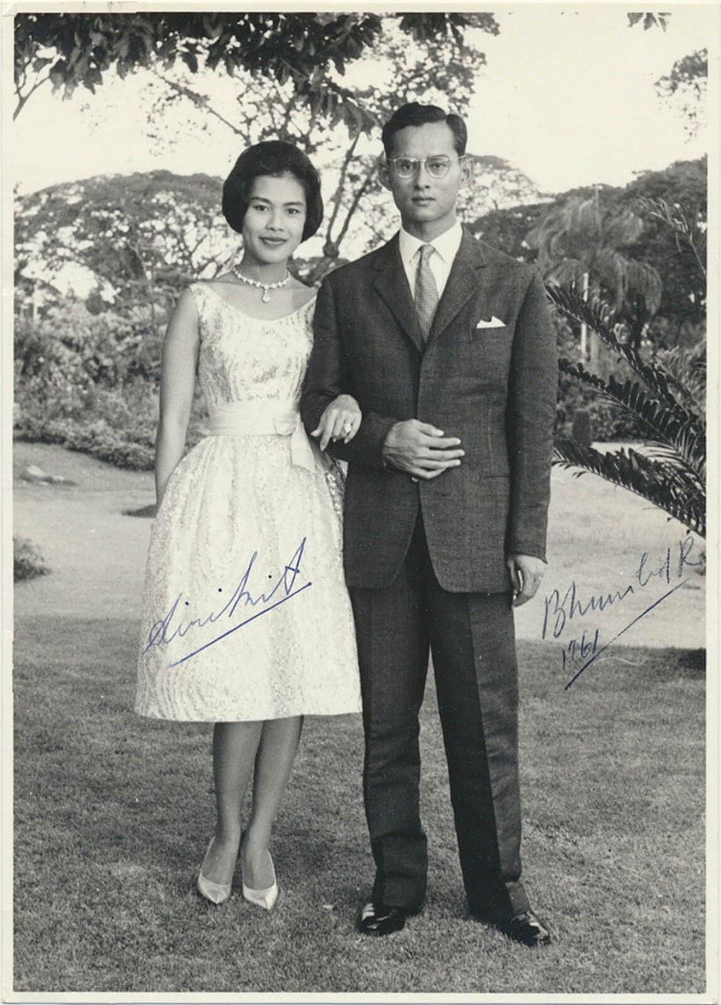 ศูนย์รวมใจของชาติ - พระราชวงศ์ไทย