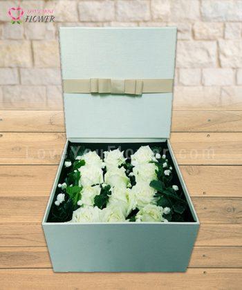 กล่องสีครีมดอกสีขาว