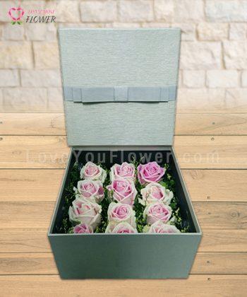 กล่องสีเทาดอกสีชมพู