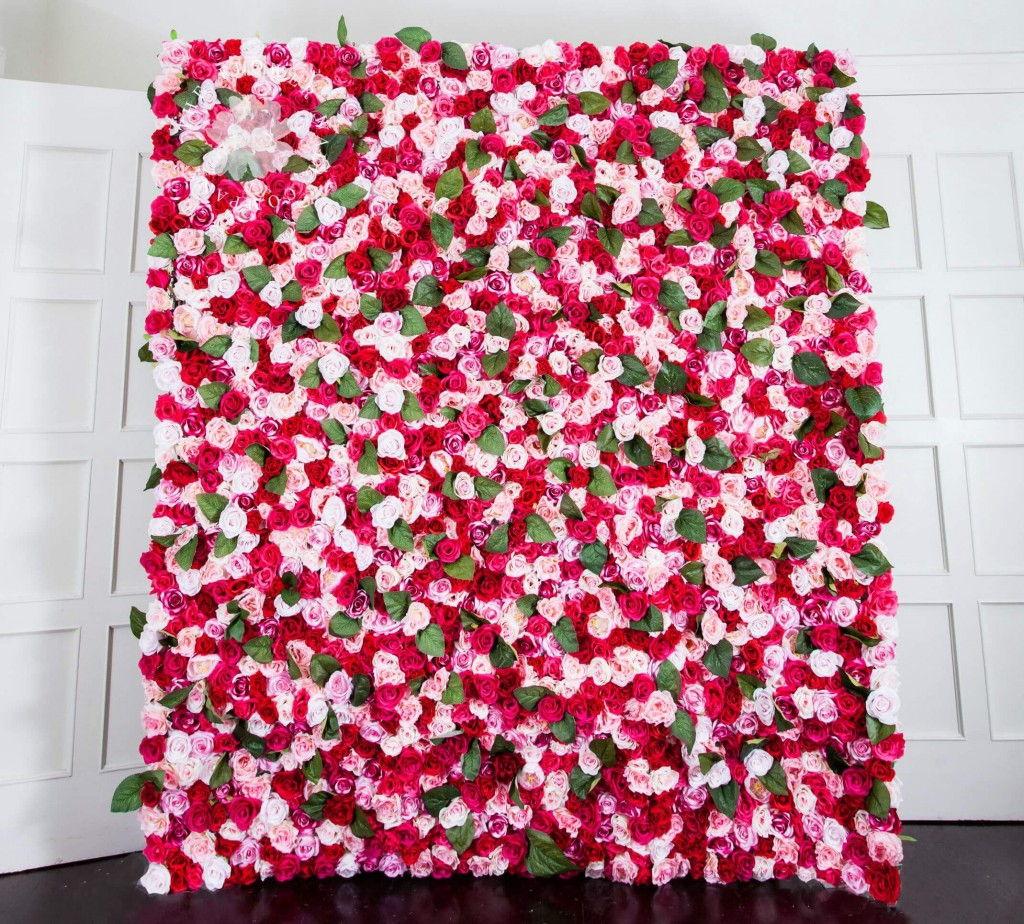 กำแพงดอกไม้สีสันสดใสเรียกให้คนในงานอยากจะเดินไปถ่ายรูปกันทุกคน