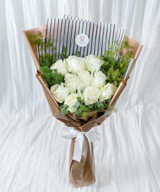 ช่อดอกกุหลาบสีขาวให้แฟน
