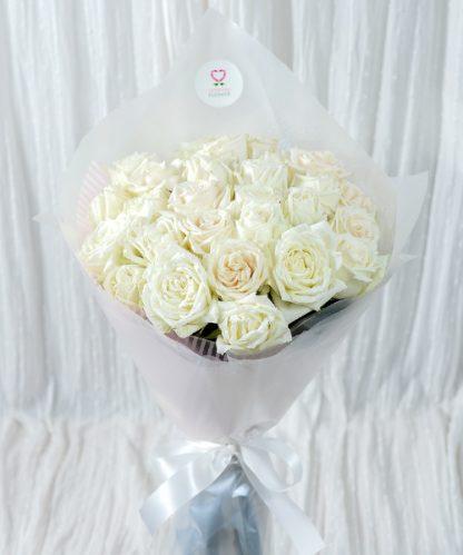 ช่อดอกกุหลาบสีขาวบริสุทธิ์