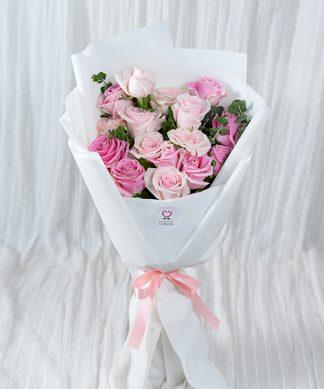 ช่อดอกกุหลาบสีชมพูช่อใหญ่