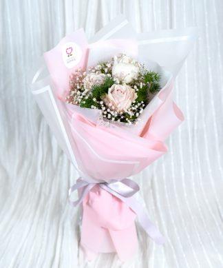 ช่อดอกกุหลาบสีชมพูสไตล์มินิมอล