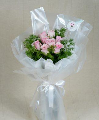 ช่อดอกกุหลาบสีชมพูขนาดเล็ก