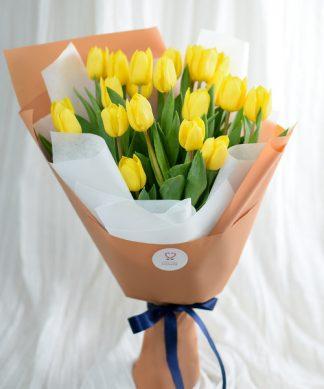 ช่อดอกทิวลิปสีเหลือง