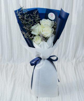 ช่อดอกกุหลาบสีขาวให้คนรัก