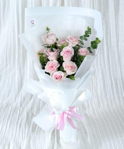 ช่อดอกกุหลาบสีชมพูมอบให้คนรัก