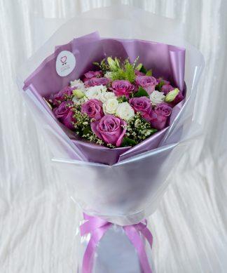 ช่อดอกกุหลาบสีม่วง
